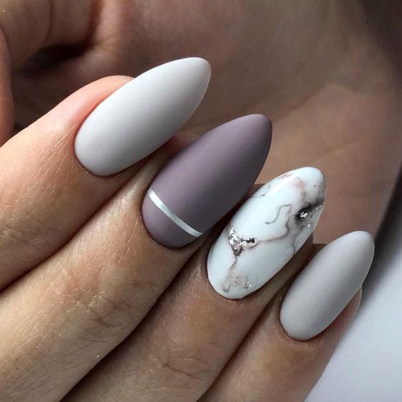 Szary manicure z marmurkiem
