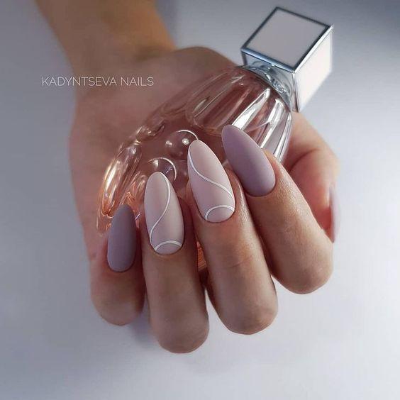 Beżowo cieliste paznokcie