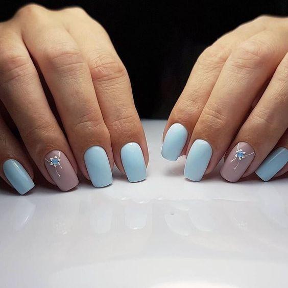 Błękitny manicure na zimę