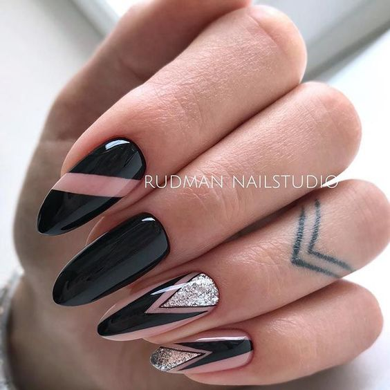 Błyszczące czarne paznokcie