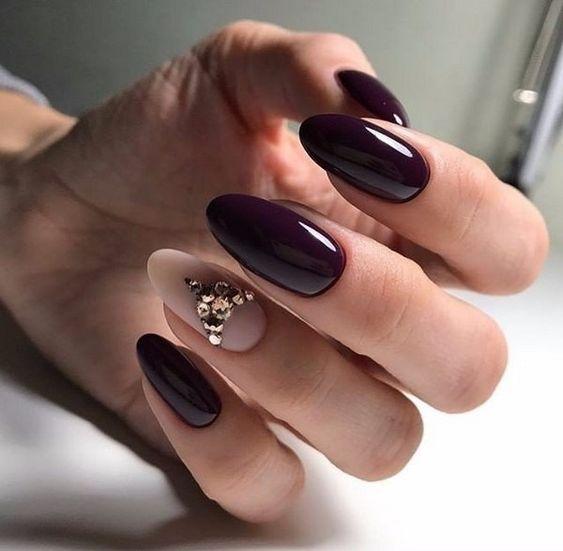 Ciemny manicure na jesień