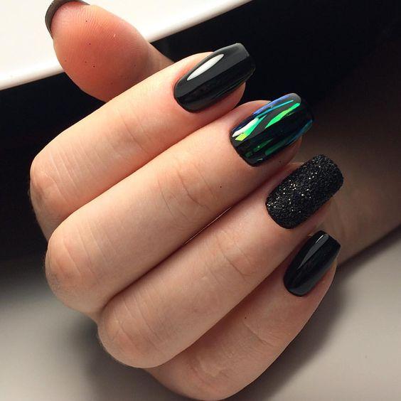 Czarne paznokcie z folią transferową