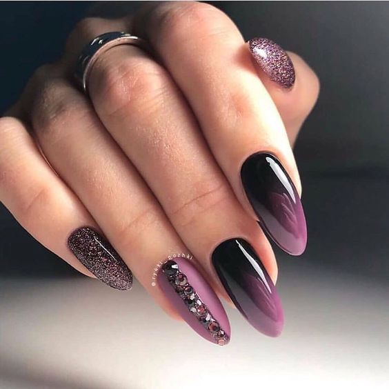 Czarno fioletowe paznokcie