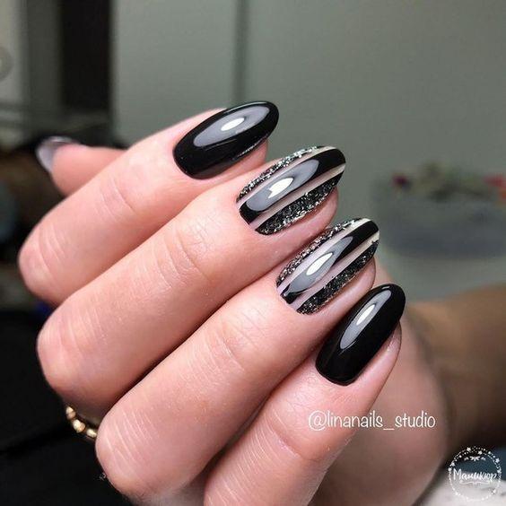 Czarny manicure z wzorkami