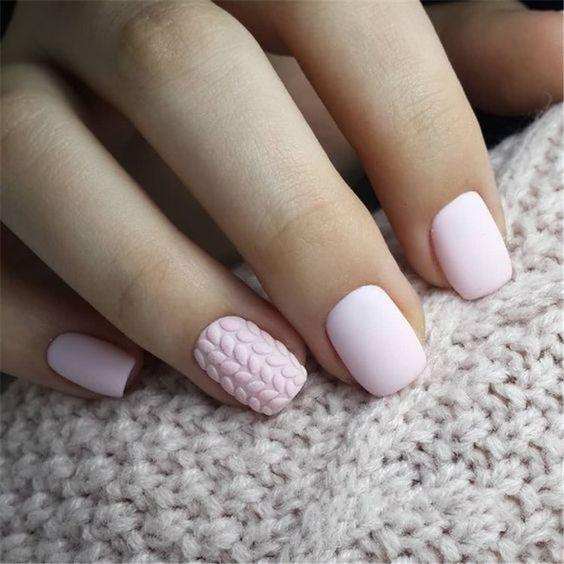 Pastelowe paznokcie na zimę