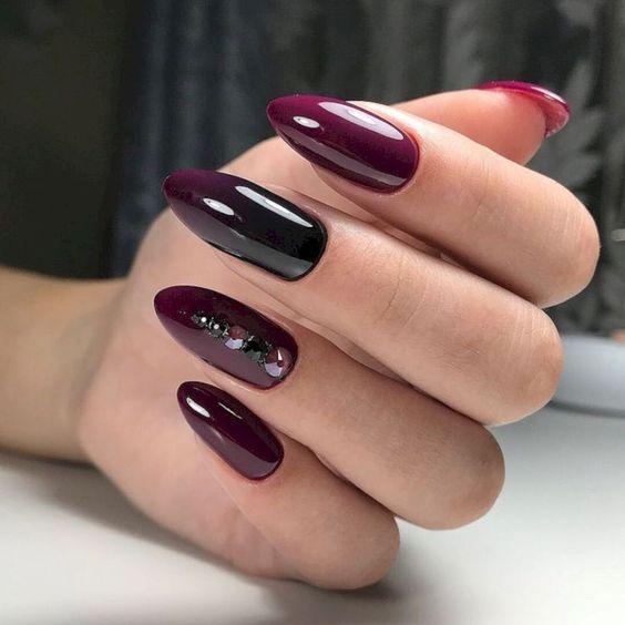 Bordowe paznokcie z cyrkoniami