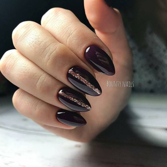 Ciemne paznokcie z wzorkami