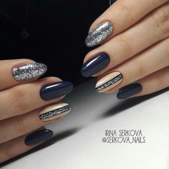 Ciemno srebrne paznokcie