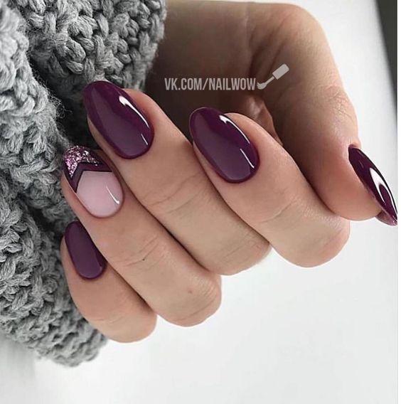 Ciemnofioletowe paznokcie z wzorkiem