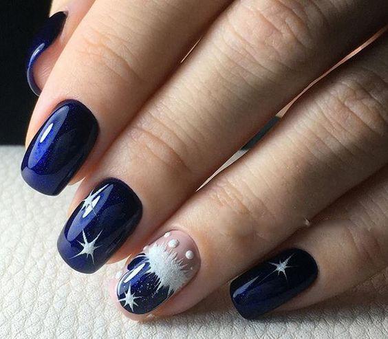 Granatowe paznokcie na święta