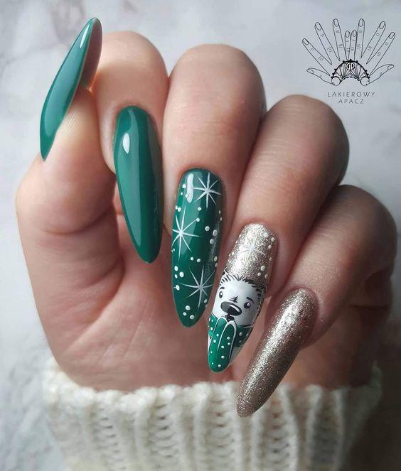 Świąteczne paznokcie zielone