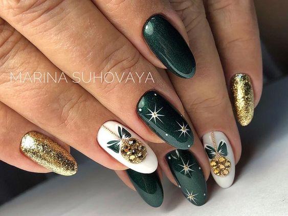 Zielone paznokcie na święta