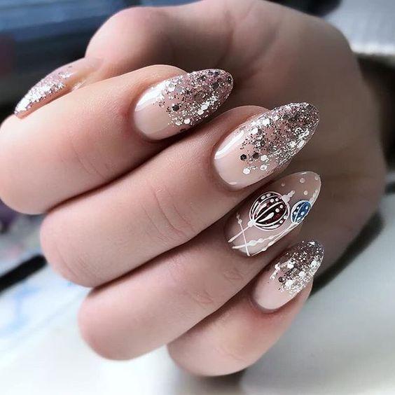 Beżowe paznokcie na Sylwestra