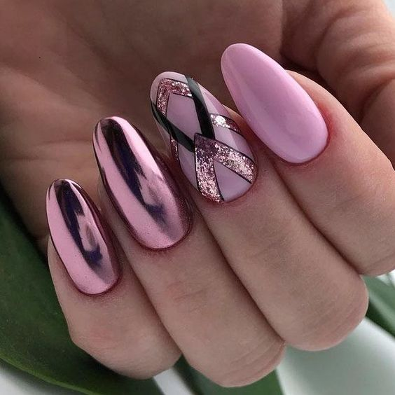 Różowe paznokcie na Sylwestra