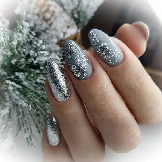 Szare paznokcie na zimę
