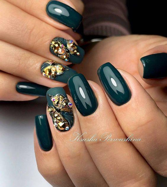 Zielone paznokcie na zimę