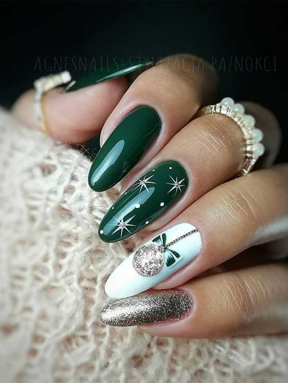 Zielono złote paznokcie na zimę