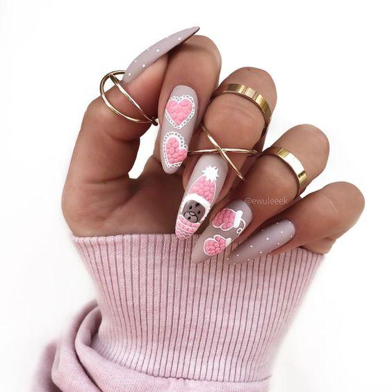 Beżowe paznokcie na zimę