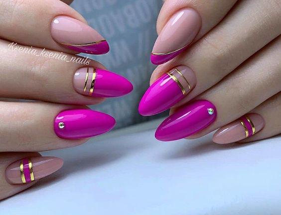 Różowe paznokcie ze zdobieniami