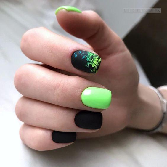 Czarno zielone paznokcie na wakacje