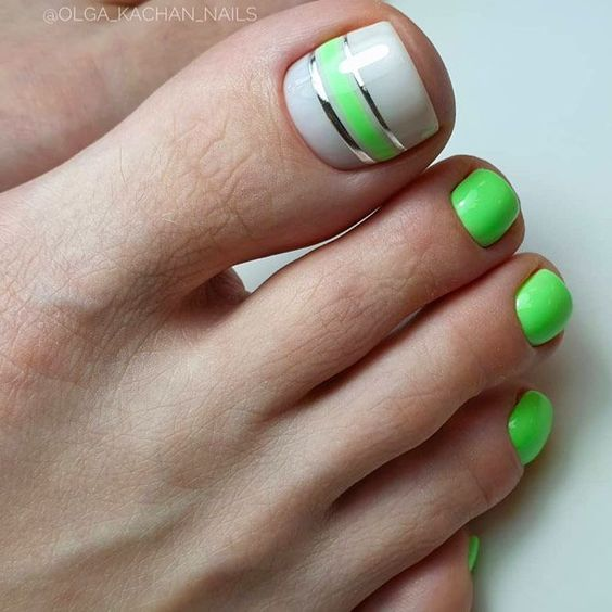 Zielone paznokcie u stóp