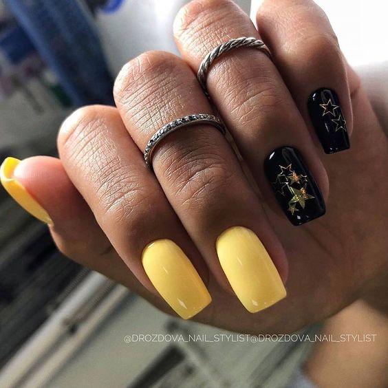Żółte paznokcie na wakacje 2020