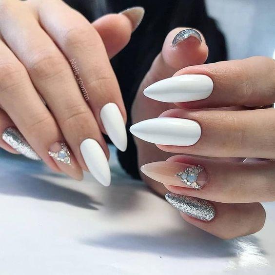 Białe paznokcie na ślub