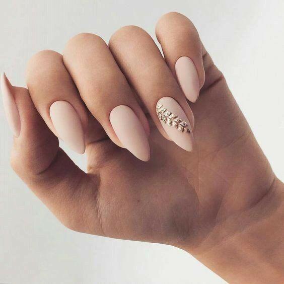 Matowe paznokcie ślubne