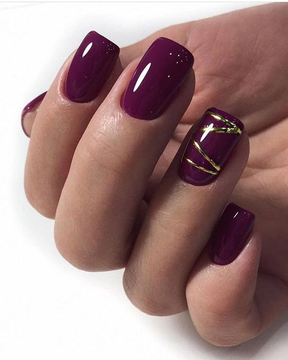Śliwkowo złote paznokcie