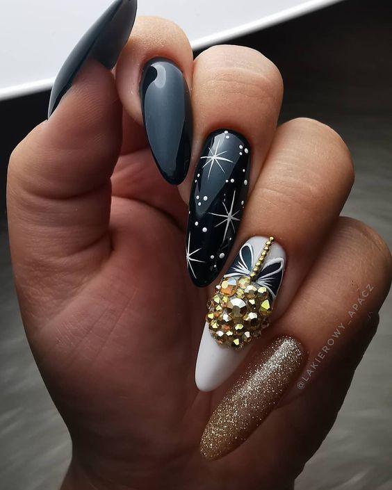 Czarne paznokcie na zimę