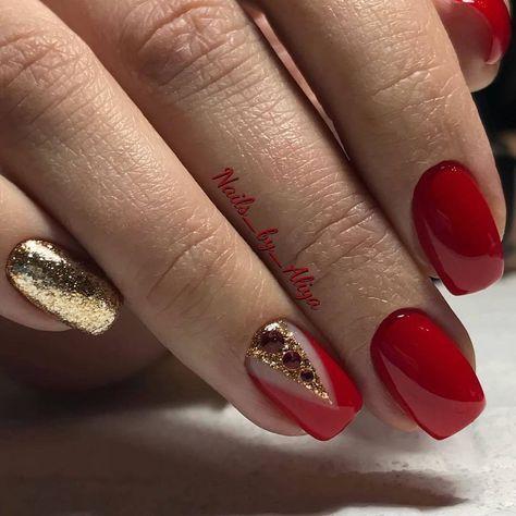 Czerwone paznokcie ze złotym brokatem