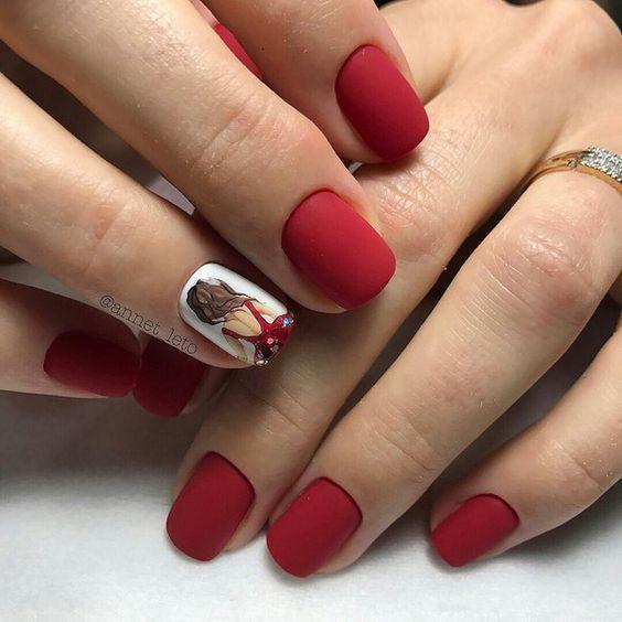 Matowy czerwony manicure
