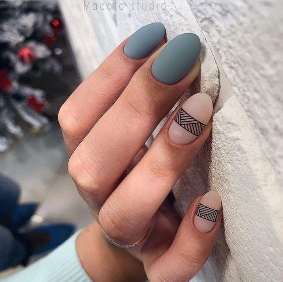 Matowy szary manicure z wzorkami