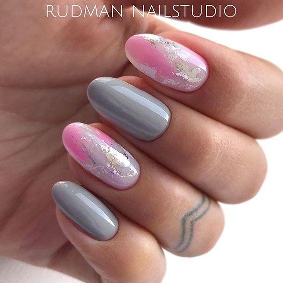 Szaro różowy manicure