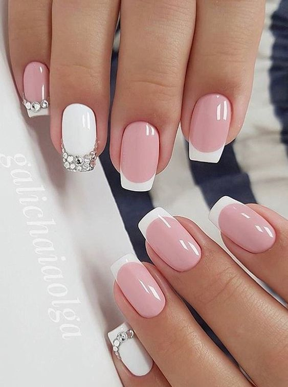 Białe paznokcie z frenchem