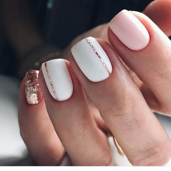 Biało różowe paznokcie z brokatem