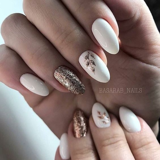 Biało złote paznokcie