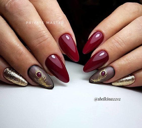 Bordowe paznokcie w kształcie migdałków