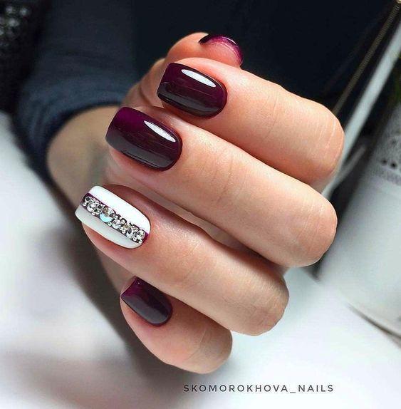 Bordowo białe paznokcie