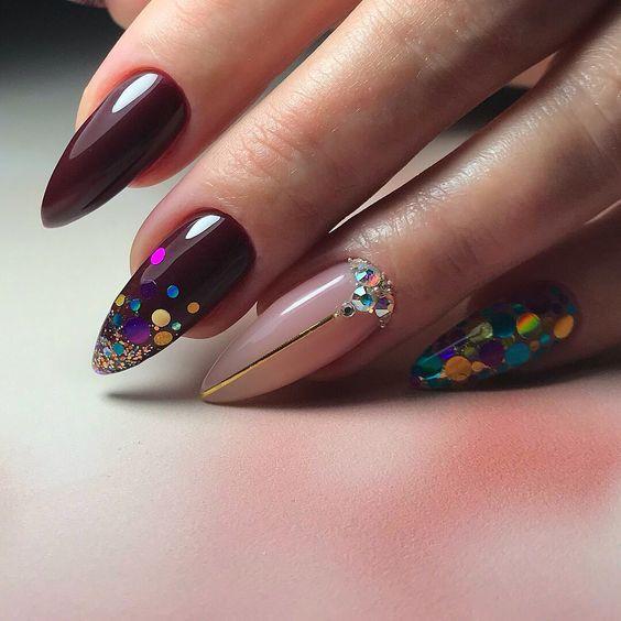 Fioletowe paznokcie migdałki