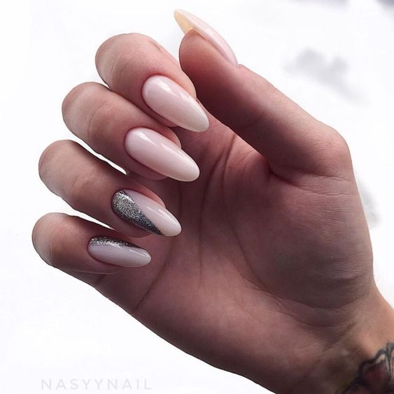 Naturalne paznokcie z brokatem