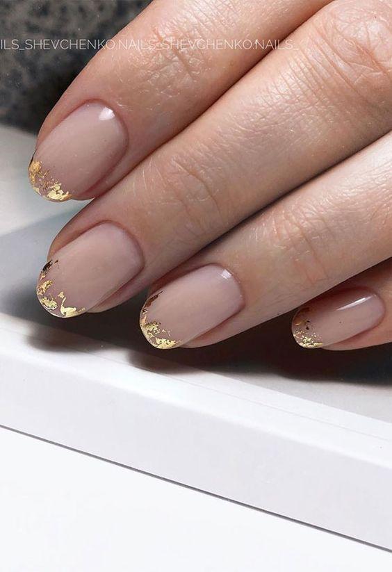 Proste paznokcie ze złotem