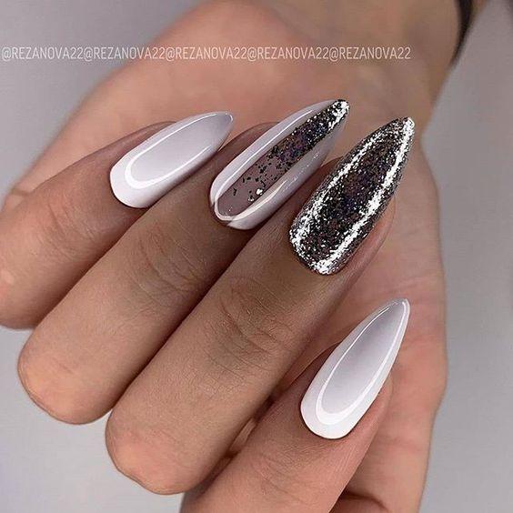 Srebrno białe paznokcie