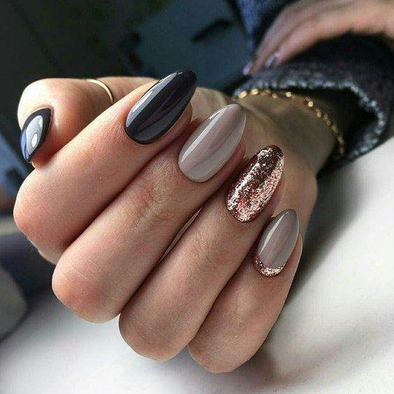 Szaro złote paznokcie