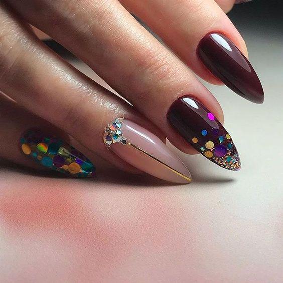 Bordowe paznokcie z wzorkiem