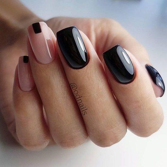Czarne paznokcie z wzorkami