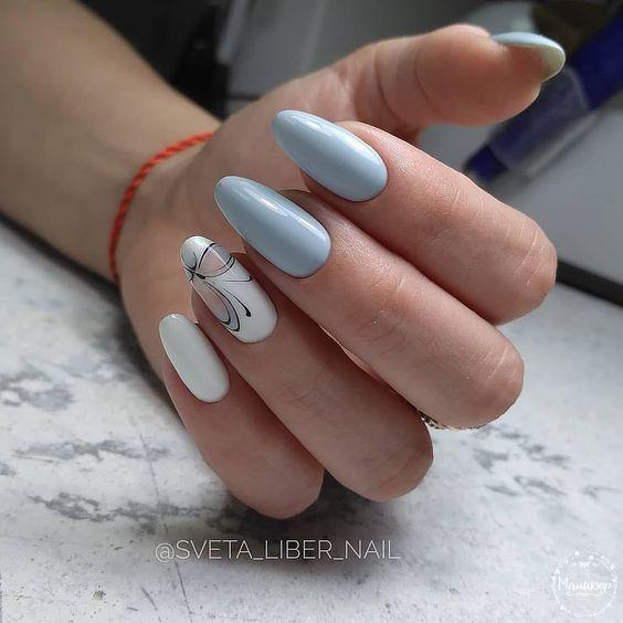 Jasnoniebieskie paznokcie na wiosnę