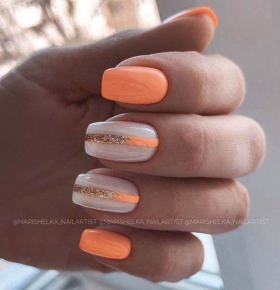 Krótkie pomarańczowe paznokcie na lato