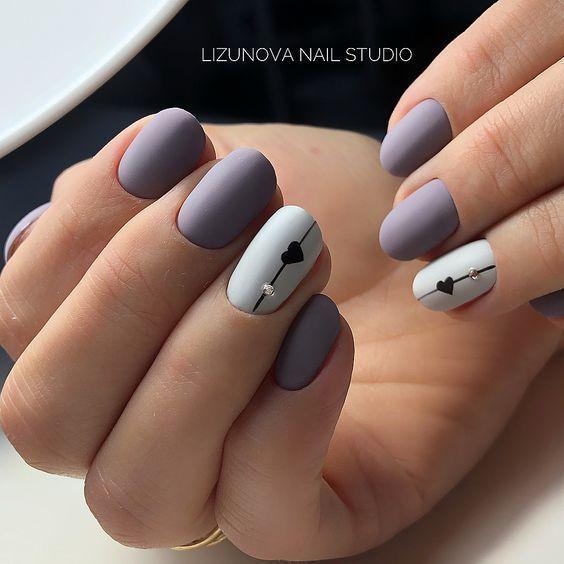 Matowe krótkie paznokcie z wzorkami