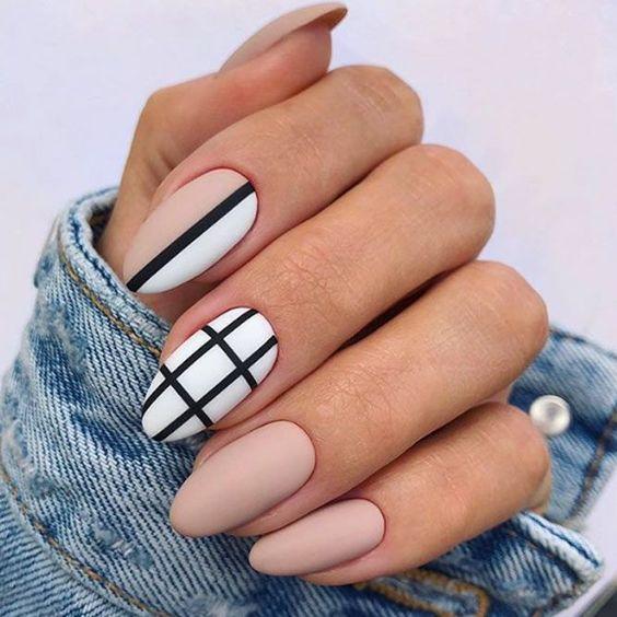 Matowe paznokcie z geometrycznymi wzorkami